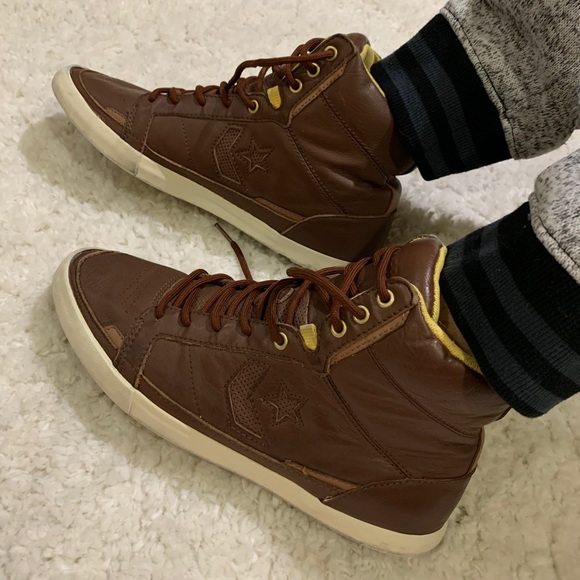 Converse All Star undft brown leather high tops